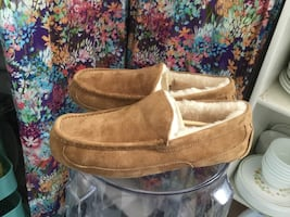 Men's Uggs Slippers Size 11