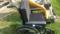 Wheel chair with 2 pads. Excellent condition Hamilton
