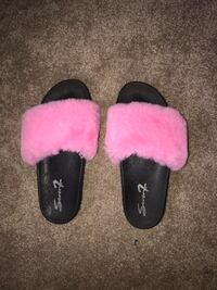 Fuzzy pink and black slides South Bend, 46614