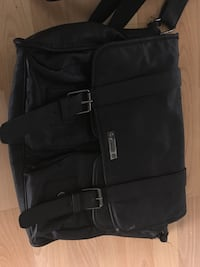 Black messenger bag (Calvin Klein)