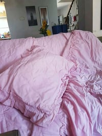Beautiful pink bedspread with pillow sham