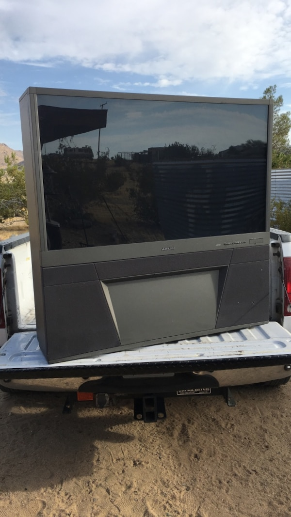 Mitsubishi 55 Inch Rear Projection Tv Usado En Venta En Joshua Tree