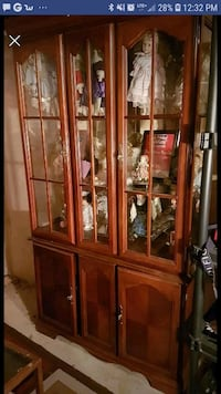 Dark cherrywood china cabinet in great condition  Oakville, L6M 4Y7