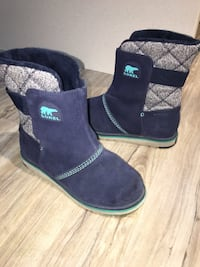 Kids SOREL*gorgeous blue denim waterproof boots barely used exellent condition-size 4 London, N5W 6E3