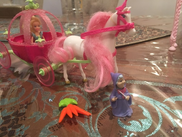Cinderella carriage with pieces