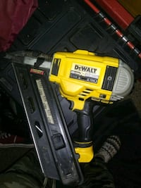 DeWalt DCN692 Brushless Nail Gun with Battery