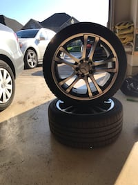 Gun metal with black accents. Comes with brand new tires only drove for one summer season. 245/40  R18. 550 km
