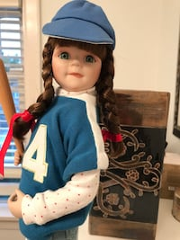 Bradford Exchange Collectible dolls - perfect condition. Little Bo Peep and the baseball player   Vancouver, V6K 2W4
