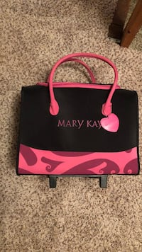 weekender bag roll or carry. mary kay  Branchburg, 08876