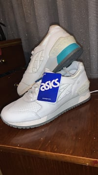 Sport shoes asics
