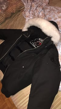 black zip-up parka jacket Toronto, M9N 3S7