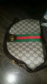 Gucci cross body  Hamilton, L8N