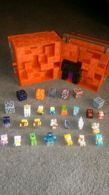 Minecraft minis case, 21 characters,and 7 blocks.