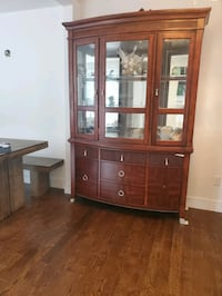 Buffet. Wooden display cabinet Good condition Montreal, H1R 1B7