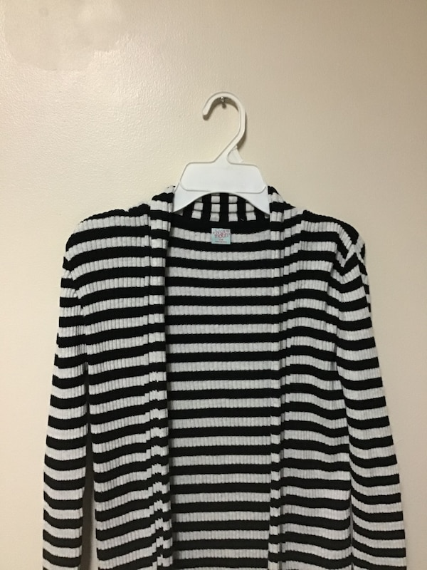 Girls IVY & MOON 100% cotton Black & white cardigan sweater…Size 14 623da997-da39-4f19-9df4-5156451bf7ae