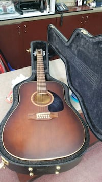 Art & Lutherie acoustic Guitar with hard case
