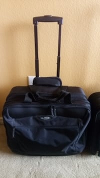 """Bags & Luggage Targus large laptop case. Overnight. 18"""" x 16"""" X8"""". Laptops up to 20"""". Very good condition. Clean Allen"""