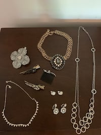 Assorted Jewelry & Hair Pieces Gainesville, 20155