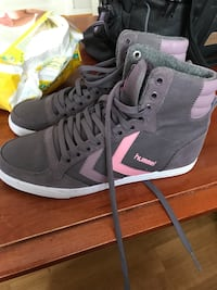 par grå-og-rosa Hummel high-top sneakers