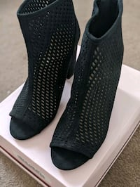 Size 10 Black caged booties Toronto, M1H 3E3