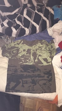 Green camouflage crew neck Size-LG London, N5V 1H9