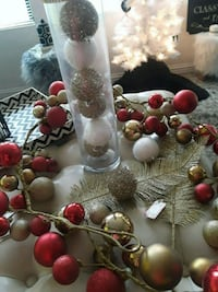 Gold/Red Christmas Decor