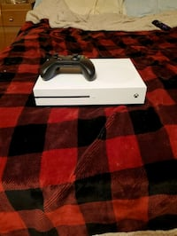 white Xbox One console with controller Brooklyn, 11237