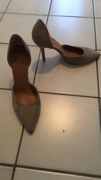 Vince taupe suede size 7 Toronto, M6H 2X3