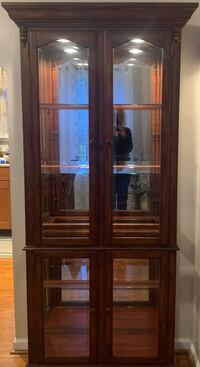 Curio cabinet with lighting Pasadena, 21122