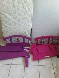two toddler beds all together good condition serio