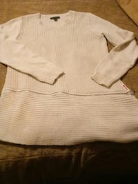 Beige Halston sweater Small New Longs, 29568