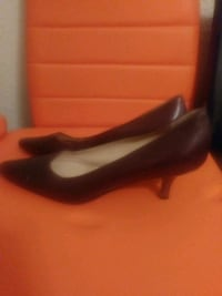 pair of black leather pointed-toe pumps Dallas, 75217