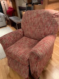 Red recliner Chicago, 60616