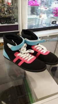 Brand new Ladies canvas shoes  Mississauga, L5B