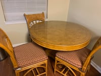 Kitchen table and 4 chairs. Nashville, 37221