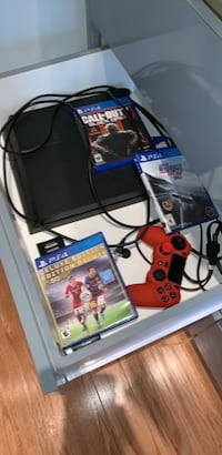 Ps4 with 3 games and 1 controller Toronto, M3B 1S5