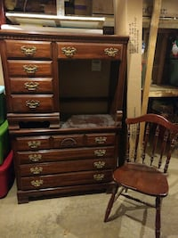 brown wooden dresser with desk Utica, 43080
