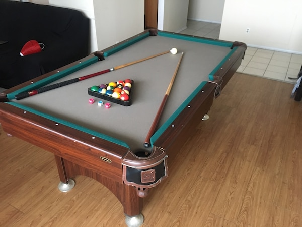 Winnwell Sro Series Pool Table For 2 Cues 3 Chalk Triangle And Full Ball Set