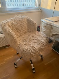 Furry chair with wheels