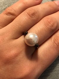 Ring with bouncing pearl , antique