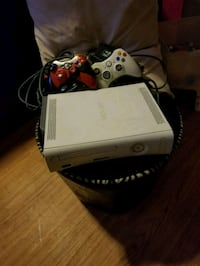 X box 360 plus 2 controllers 640 km