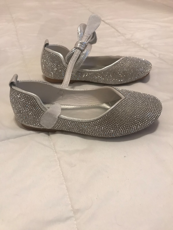 Sparkling silver shoes. Girls size 2 1