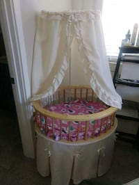 baby's white and pink bassinet Hollister, 95023