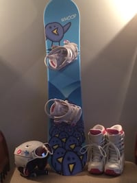 Girls snowboard set like new: includes board, bindings, boots, helmet and goggles 537 km