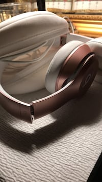 Pink wireless headphones Alexandria, 22306