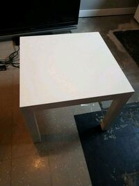 4 coffee table (2 black, 2 white l) Edmonton, T5Z 3G4
