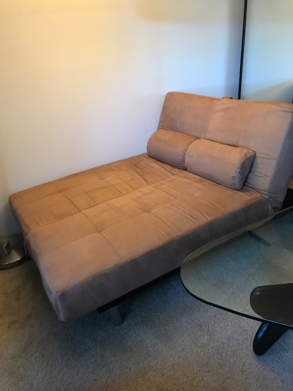 Couch/Chaise/Bed futon, w/covers & pillows 82c91cb7-95d6-43ba-ae18-77ae89d69c9f
