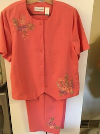 Capris with matching top can be a jacket size 16 Alfred dunner Toms River, 08755