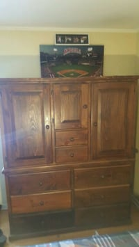 Solid oak dresser. Excellent condition.   Huntington Beach, 92647