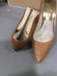 Michael Kors leather pumps , with gold stiletto, size 8 1/2 Glendale, 91203